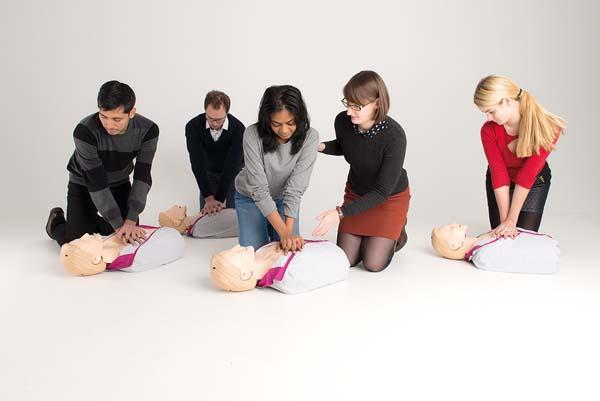 Priser HLR-kurs i Stockholm Boka din HLR-kurs hos oss eftersom du utbildas av sjukvårdspersonal med erfarenhet av akutsjukvård. Om du mot förmodan inte skulle bli nöjd får du pengarna tillbaka!
