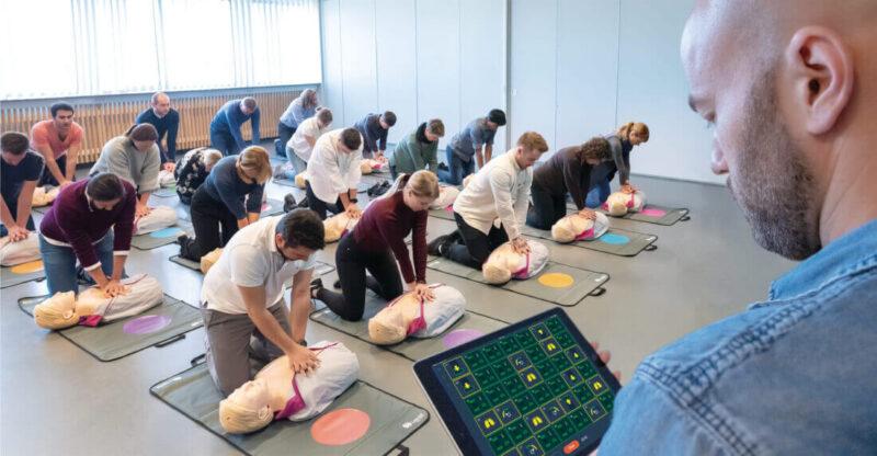 HLR-utbildning med hjärtstartare i Stockholm