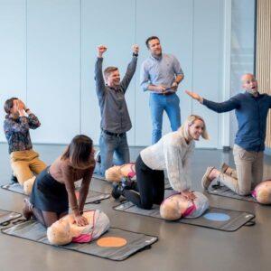 HLR-utbildning vuxen med hjärtstartare 2