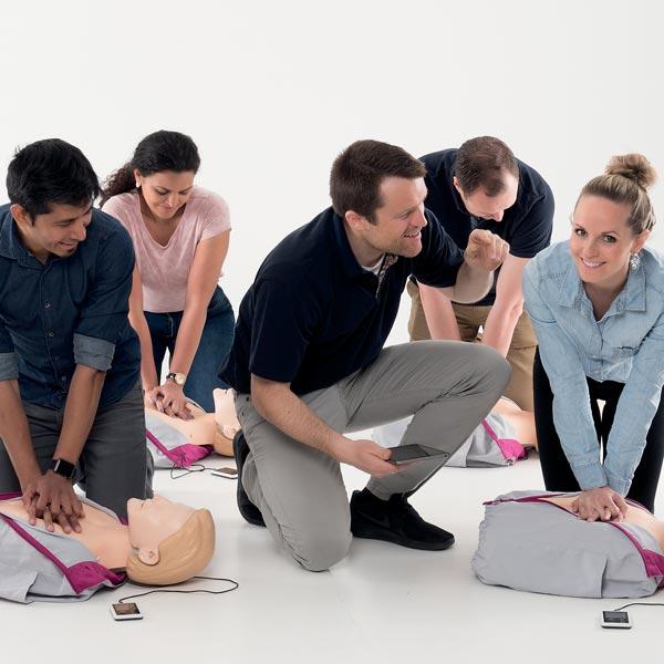 HLR-utbildning vuxen med hjärtstartare