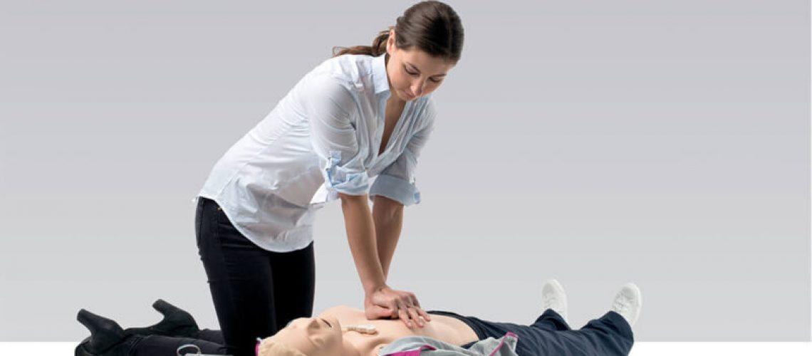 Ska du börja med HLR eller hjärtstartaren?